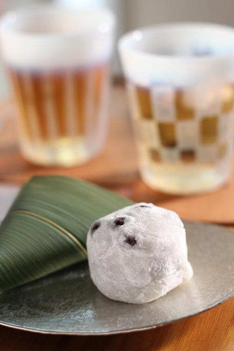 笹麩まんじゅうと豆大福と冷茶焙じ茶