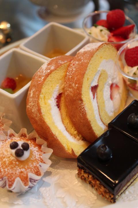 いちごのロールケーキ2