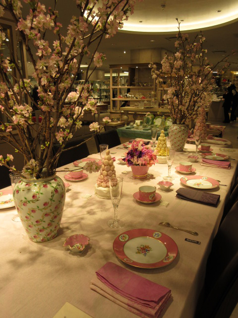花に溢れたおもてなしテーブル