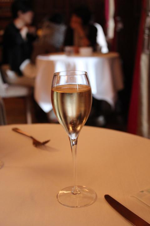 シャンパン付きのアフタヌーンティー