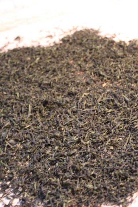 ほいろの上の茶葉
