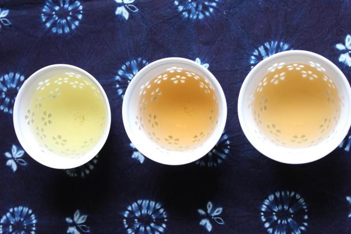 阿波晩茶の水色の比較横ver