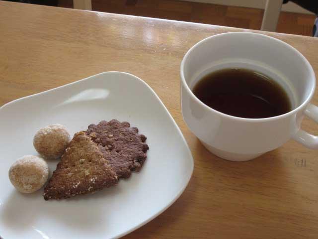 ウェルカムドリンク&小鳥喫茶室のおやつ