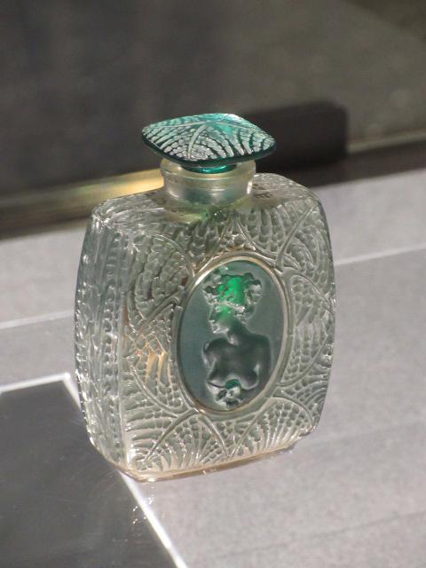 香水瓶 シダ