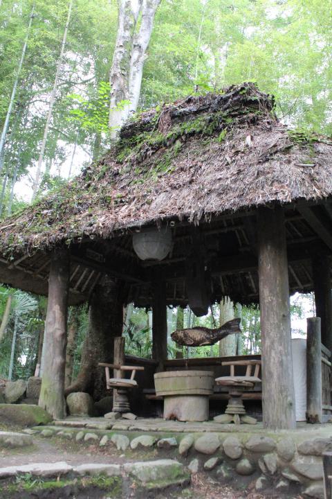 黒茶屋の東屋