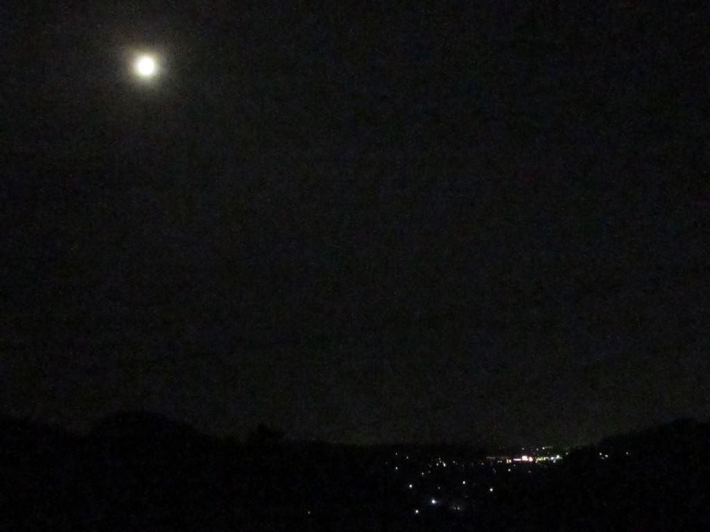 朧月と茶畑からの夜景