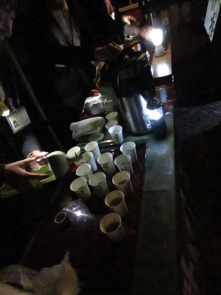 月夜の茶摘み会 程茶中