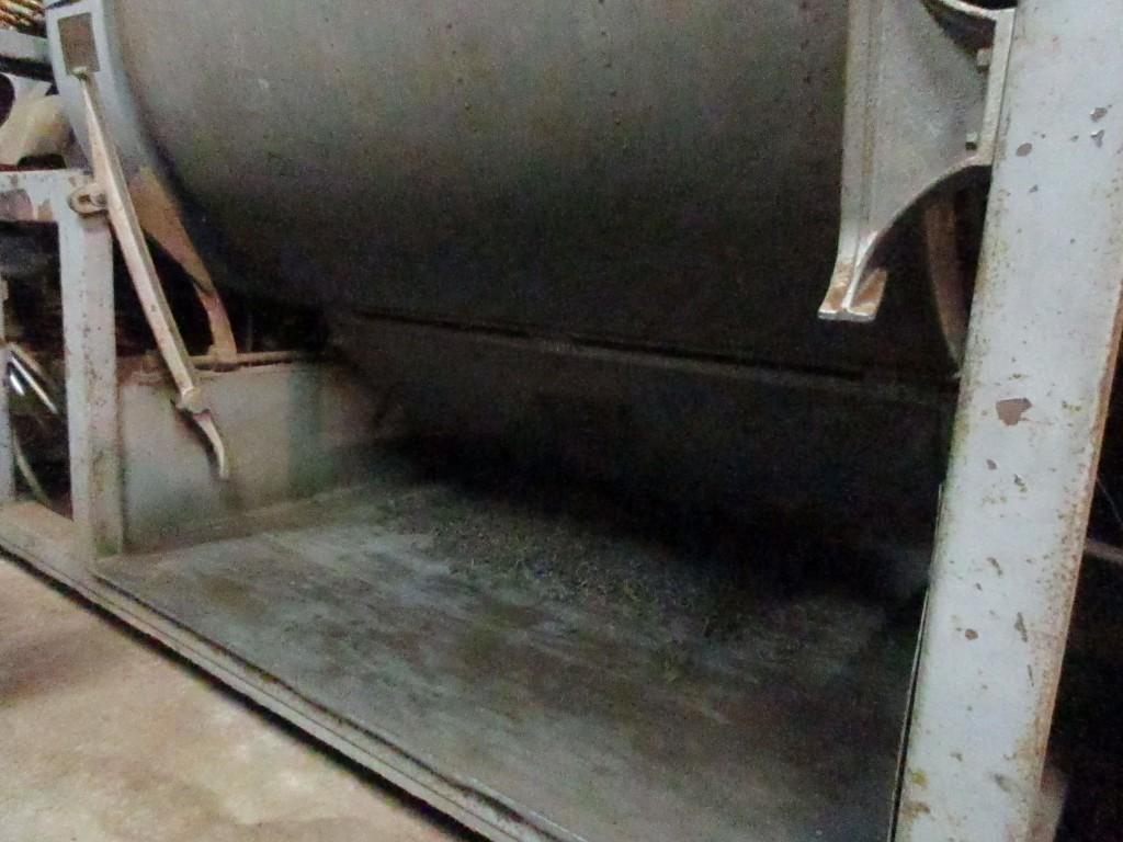 乾燥機から茶葉を出す 2019.5.16