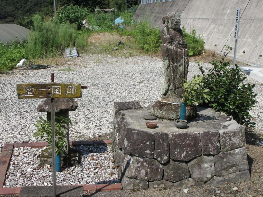 聖一国師の石像