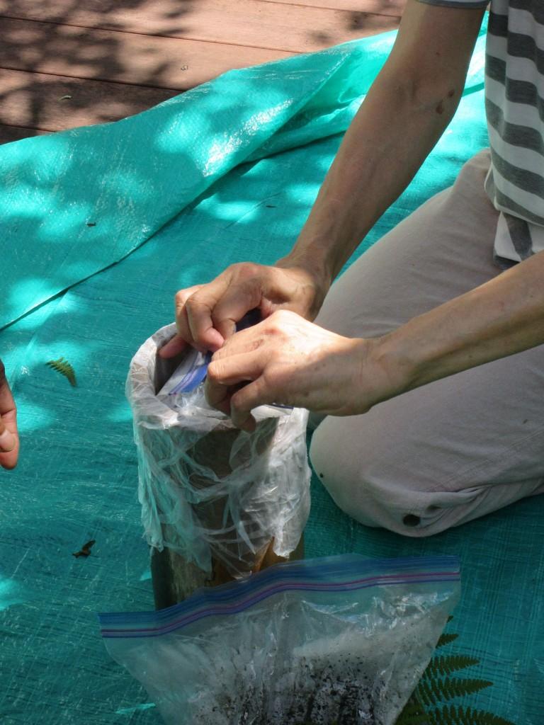 筒に砂を詰める9月1日