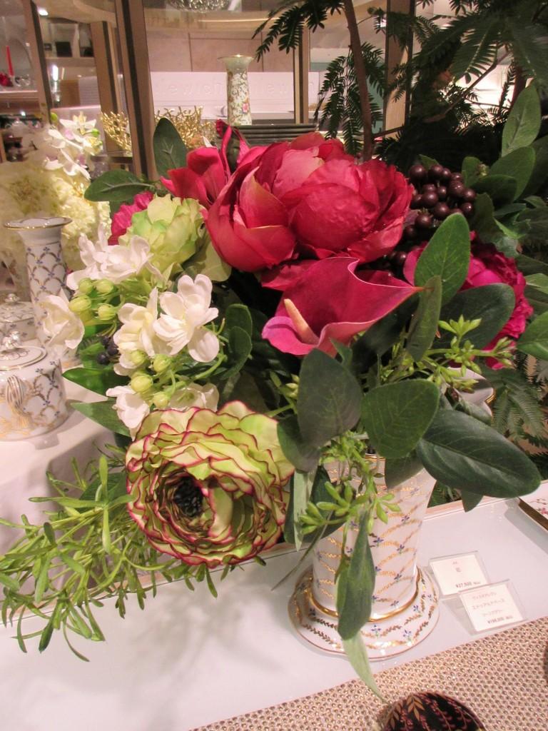 コーンフラワーベースと花