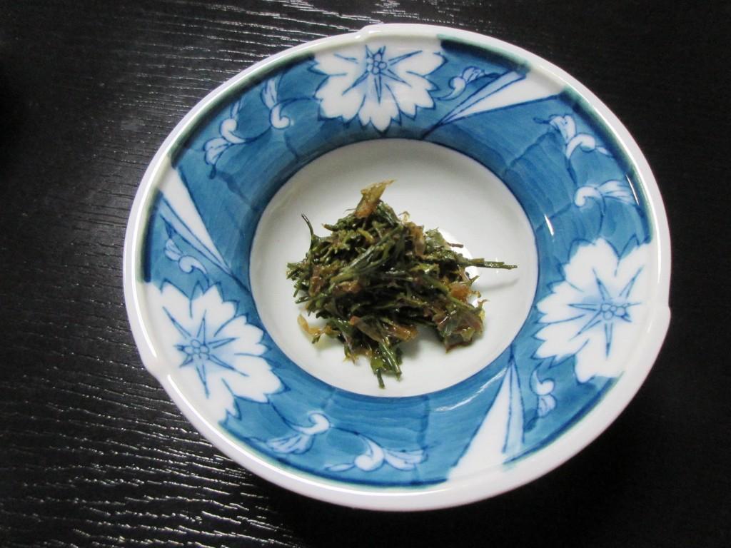 オリーブオイルで炒めた茶葉