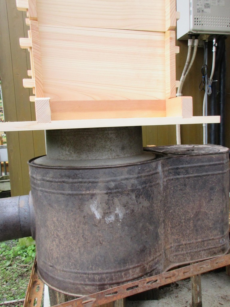 蒸籠の下の釜
