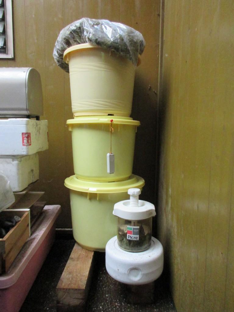 好気発酵2週間後の樽
